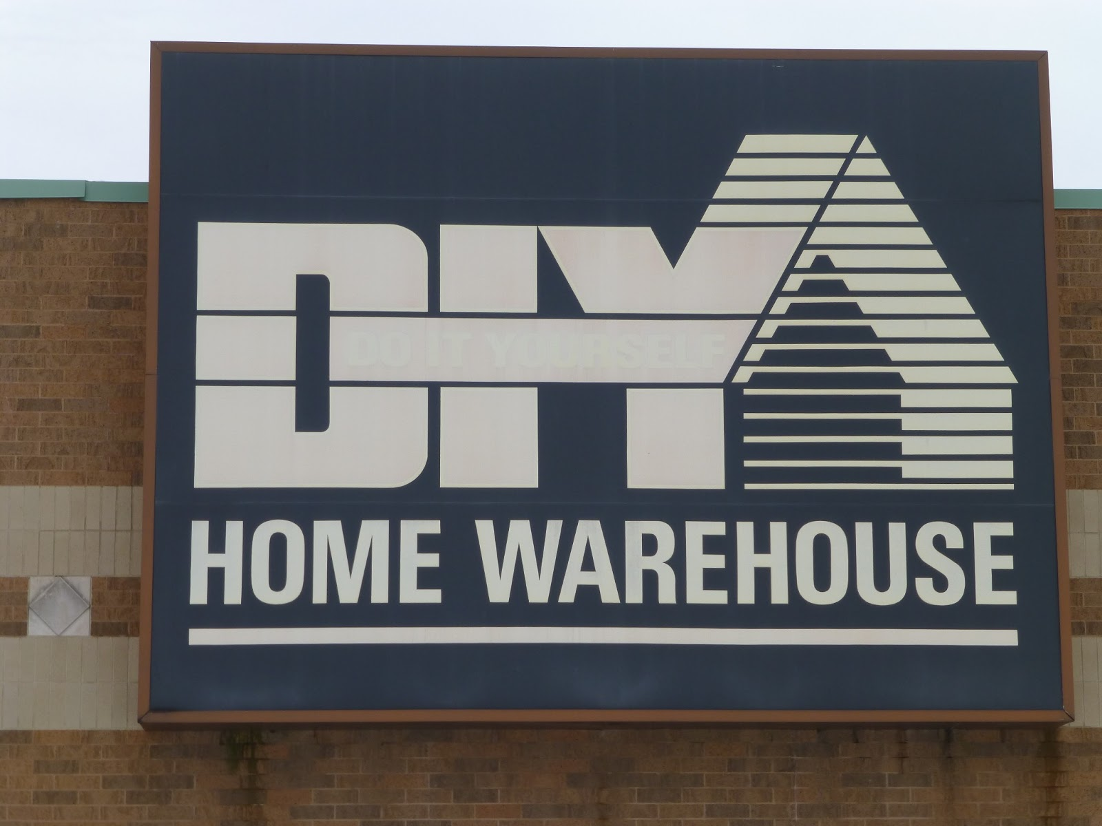 D.I.Y. Home Warehouse focuses on operations01