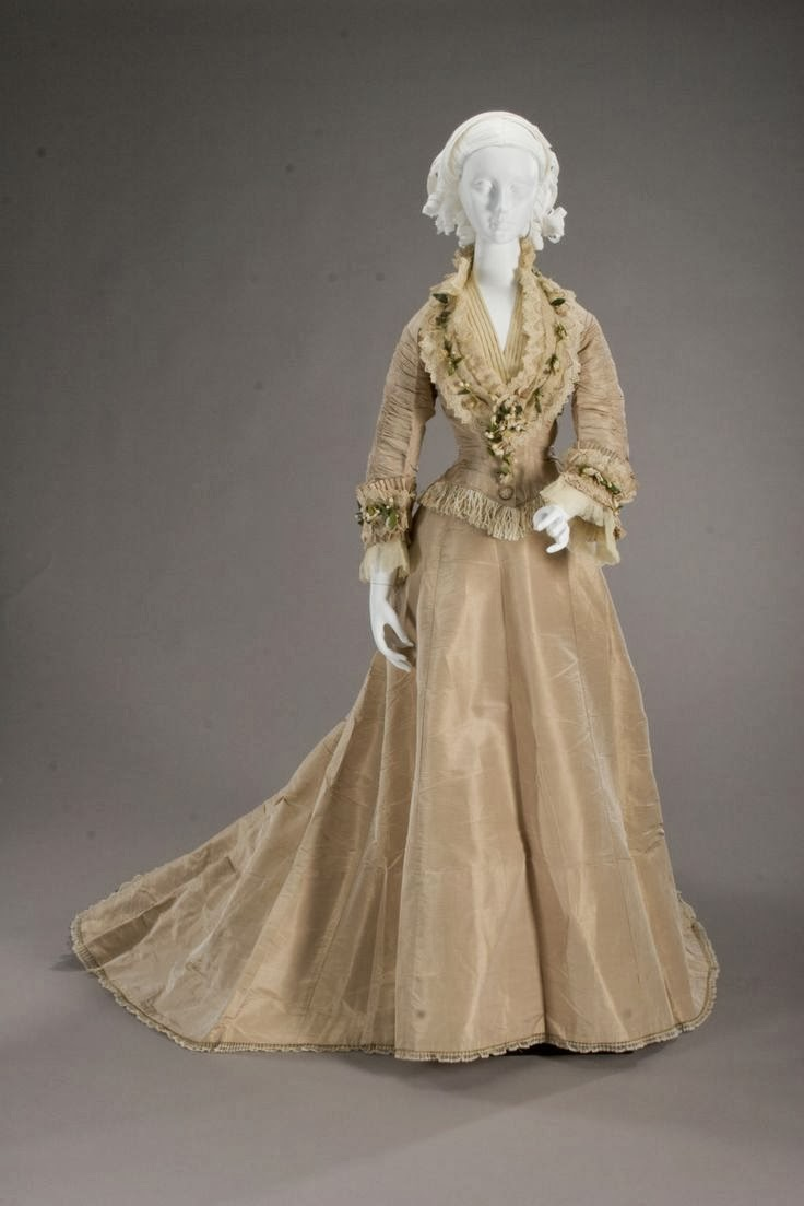 Victorian wedding dresses history and other thoughts for Victorian era wedding dresses