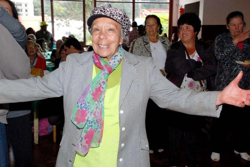 A aposentada Luzia Vieira, de 78 anos, participou da festa até o final