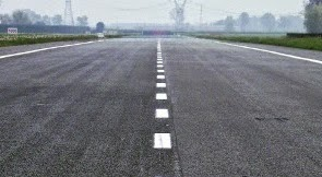 Jalan raya yang menggunakan aspal