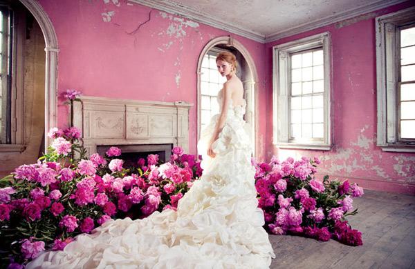 ao%2Bcuoi%2B2013%2Bruc%2Bro%2Bhoa Làm sao để chọn được váy cưới vừa với mình?