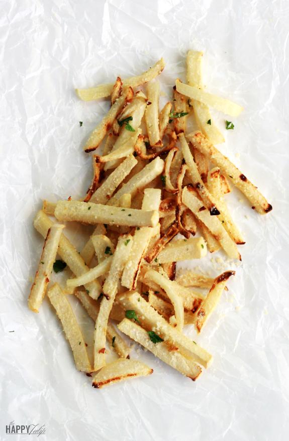 Garlic Parmesan Jicama Fries │ thehappytulip.com