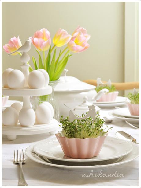 dekoracje wielkanoc - stół wielkanocny, patera na pisanki / jajka, dekoracje z rzeżuchy