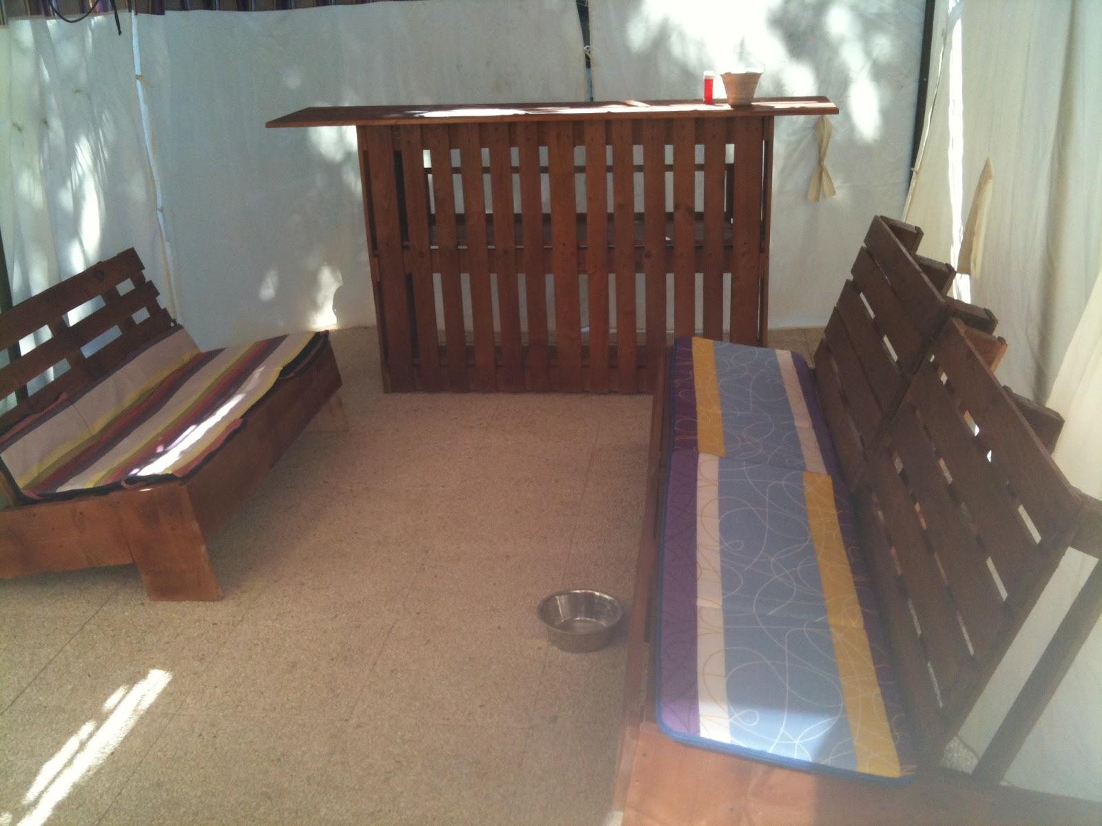 mon bloggy moi termin voil ce que donne mon salon de jardin en palettes. Black Bedroom Furniture Sets. Home Design Ideas