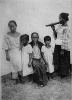 Imatges per reflexionar: Política colonial, humiliació i abús