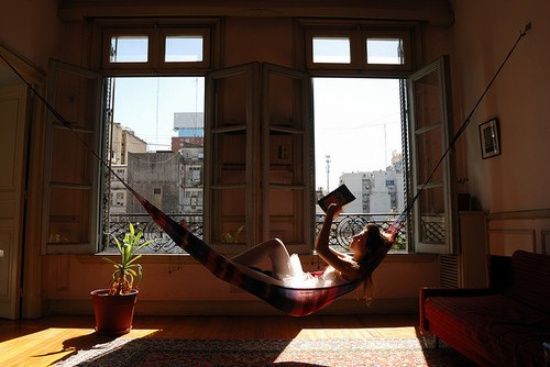Sitting pretty living room inspiration ilikeiwishiheart - How to hang hammock in room ...
