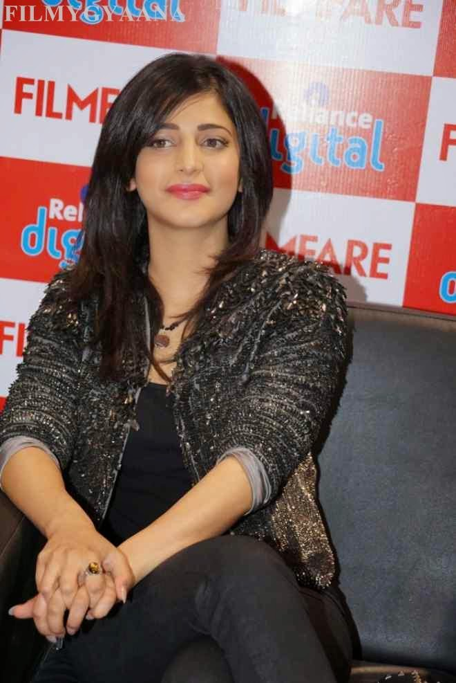 Shruti Haasan At Reliance Digital Filmfare Readers Meet Photos
