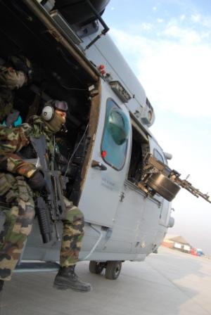 es trois commandos parachutistes de l'air (10, 20, 30) vont effectivement défiler le 14 juillet AFG83-TGY-0687447939+582