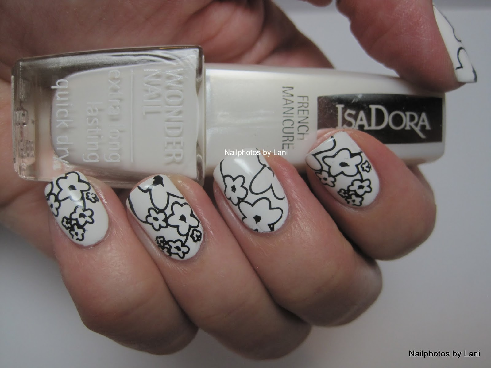 Nailphotos by Lani: #31Nails2014 Day 7: Black and White