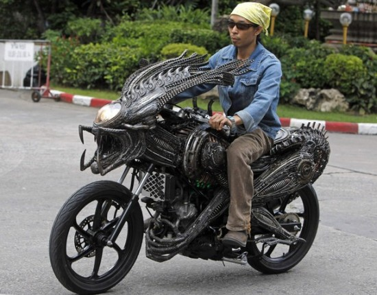 World's Most Creative Alien-Predator Motorcycle Pics !