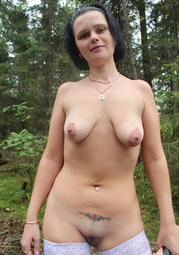Nackt Bilder : Kleine Hänge Möpse   nackter arsch.com