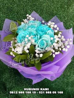 handbouquet mawar segar, bunga mawar biru, handbouquet untuk pacar, handbouquet anniversary, handbouquet mawar, handbouquet mawar biru, buket bunga mawar biru, toko bunga jakarta, florist jakarta
