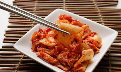 Kimchi yang dihidang dalam pinggan