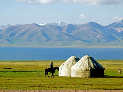 kyrgyzstan tours, kyrgyz yurt decoration, central asian yurts