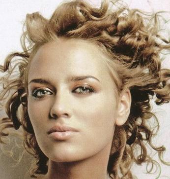 14 Fantásticos peinados para cabellos rizados y cortos Genial guru