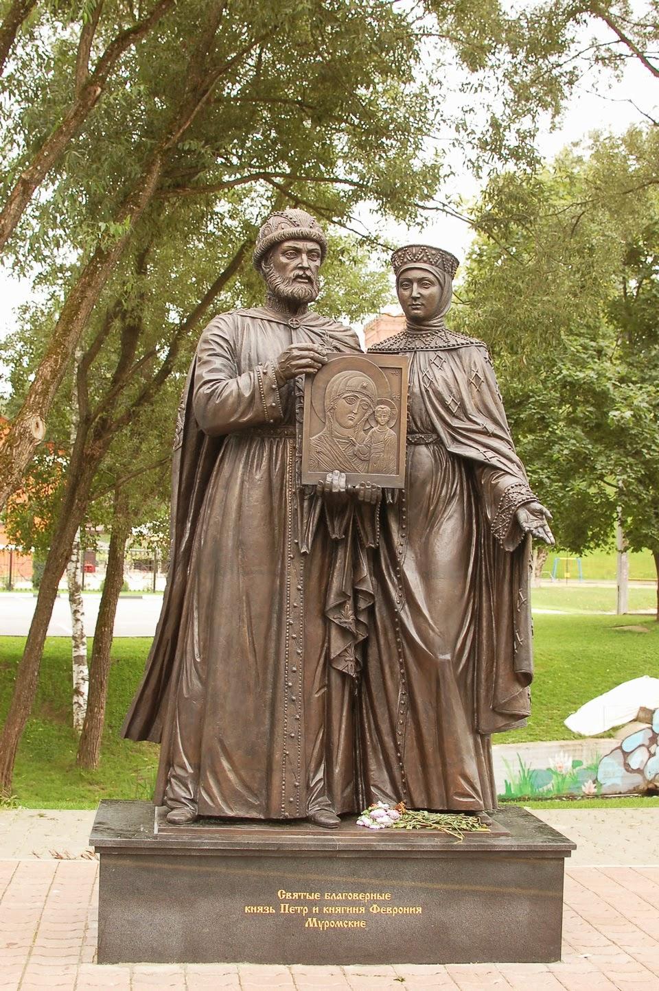 Памятник петру и февронии в сергиевом посаде фото 3