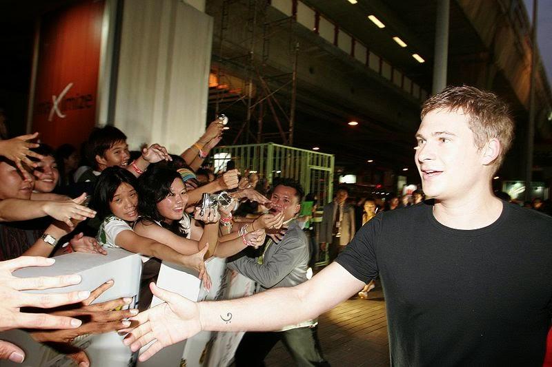 http://commons.wikimedia.org/wiki/File:Lee_Ryan_at_MTV_Asia_Awards_2006.jpg