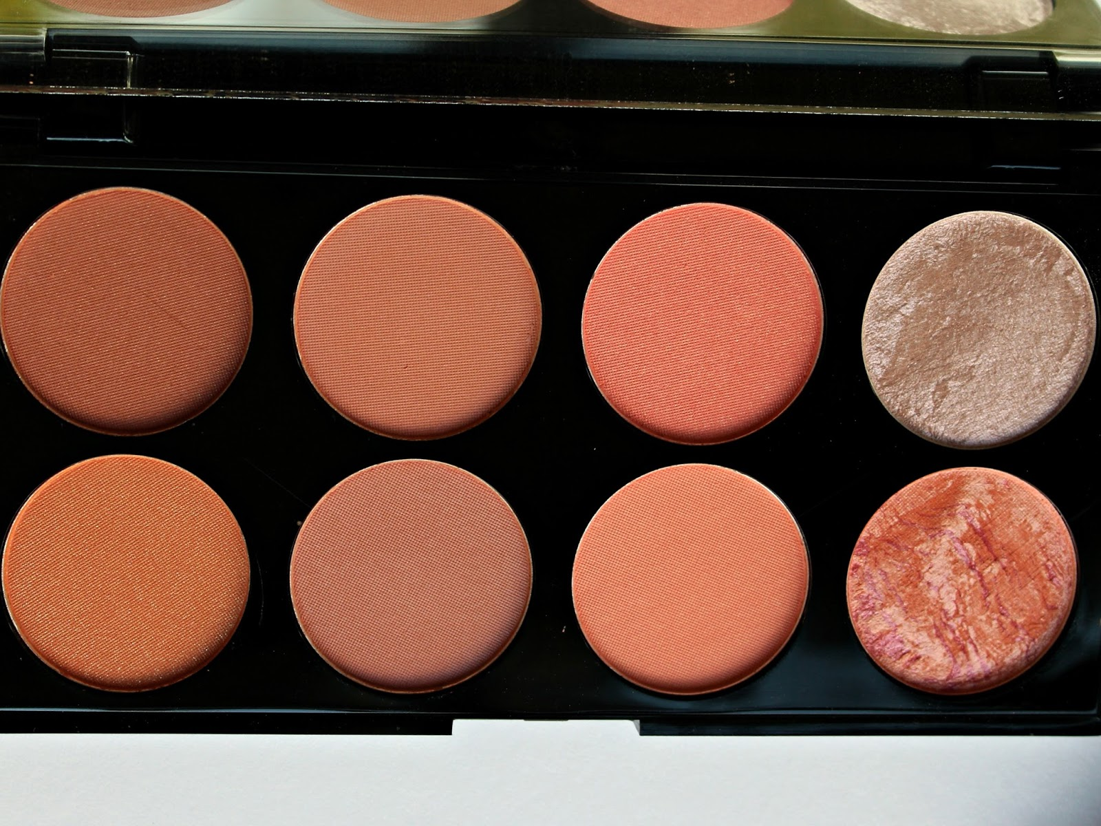 A picture of Makeup Revolution Blush & Contour Palette in Hot Spice