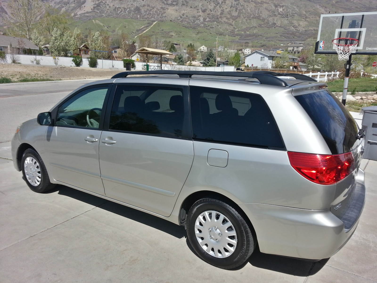 2009 toyota sienna le minivan review the people. Black Bedroom Furniture Sets. Home Design Ideas