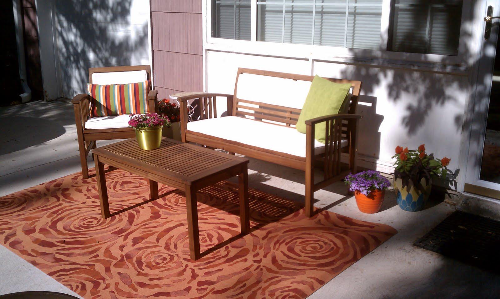 The Kersten Haus: Front Porch & Driveway