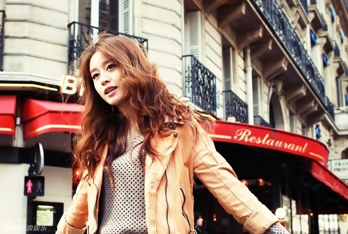 "Beauty Jiyeon ""in front of Restaurant"""