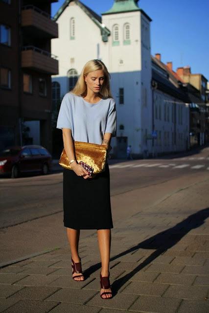 Looks estilo minimalista e descontraído, saia e sweatshirt clutch