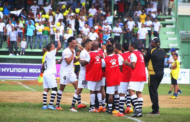 Moca FC y el Atlético Vega Real empatan clásico cibaeño