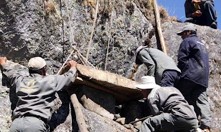 trabajadores tumba inca