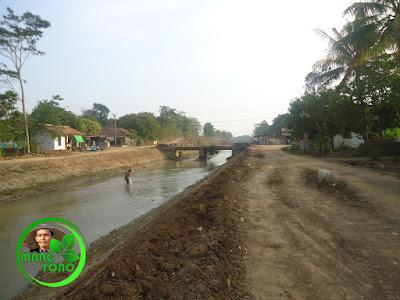 FOTO 1b - Sungai Ciasem sesudah dikeruk ... Lokasi di dekat jembatan atau dekat sekolahan Madrasah