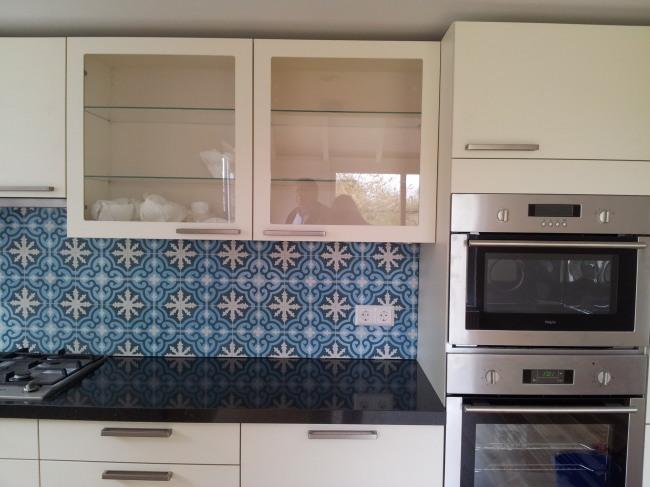 Keuken Tegels Portugese : Portugese tegels als achterwand in de keuken sfeerbeeld