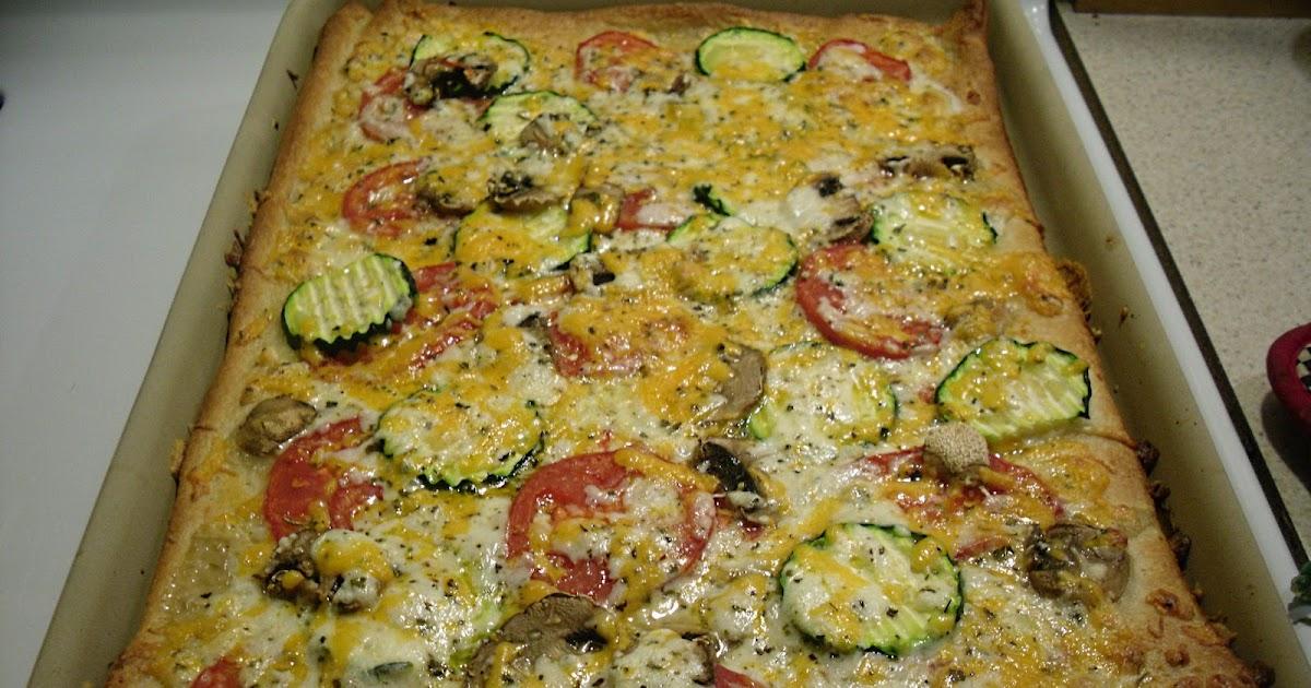 Comfy Cuisine: Three Cheese Garden Pizza