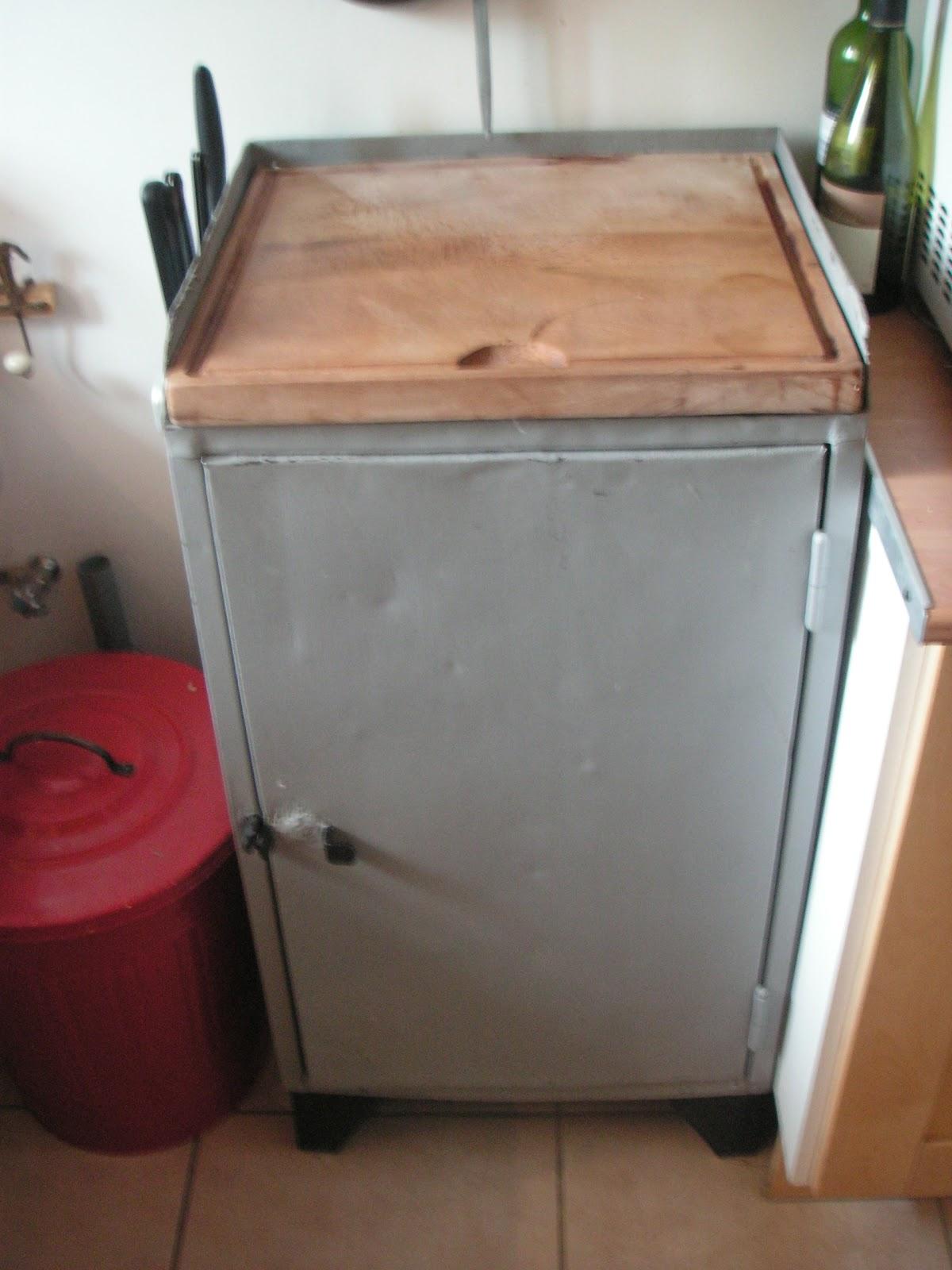 Construire retaper meuble d couper for Teindre un meuble deja teint