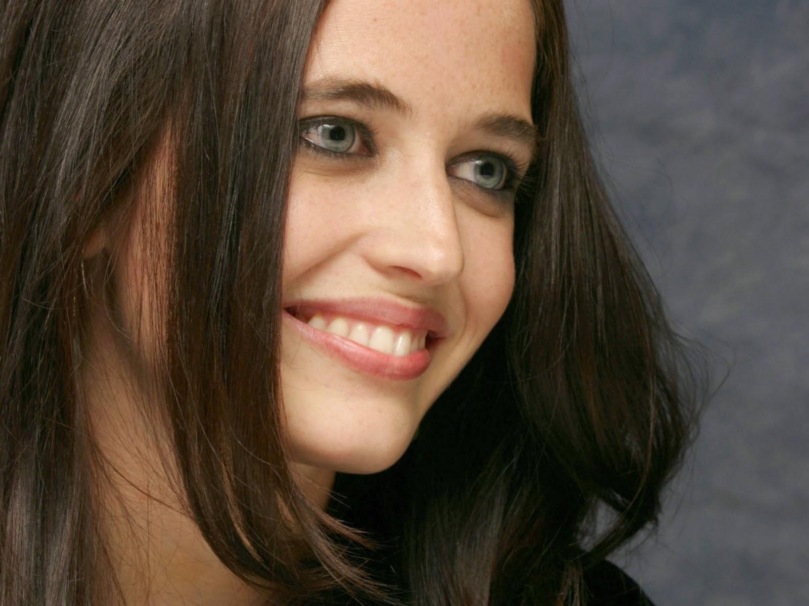 http://1.bp.blogspot.com/-w_nxUydzOs8/TqMt0OrQsGI/AAAAAAAACTU/tN_m0VbqJTk/s1600/Eva_Green_22_4267696.jpg