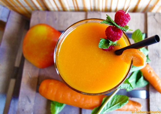 Zumo de naranja, zanahoria y manzana con jengibre
