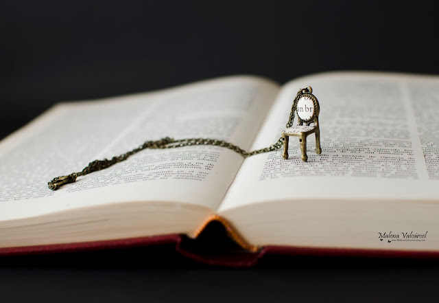 miniature-chair-necklace