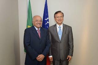 José Melo recebe embaixador de Taiwan para estreitar relações e falar sobre investimentos