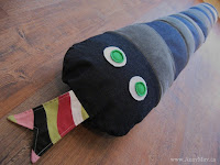 http://www.annymay.ca/blogs/craft-diy/17857452-sewing-a-giant-snake-giant-stuffed-animals-for-kids-free-pattern