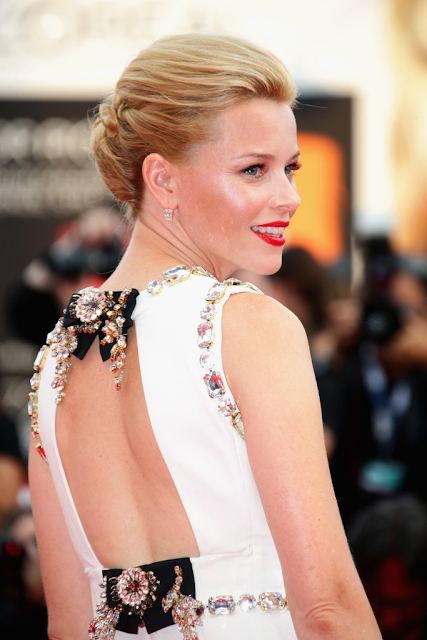 elizabeth banks backless dolce gabbana gown