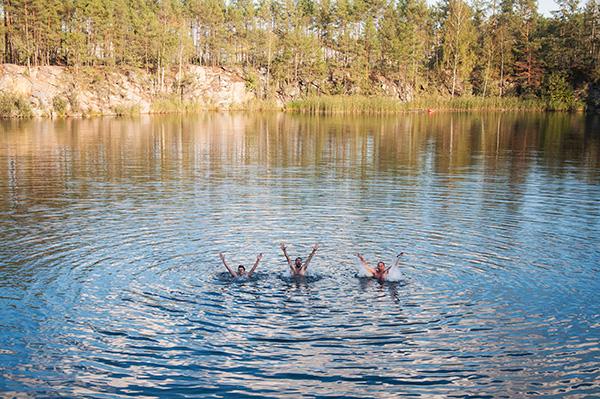озеро карьер, чистое холодное озеро