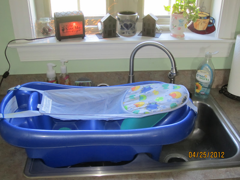 The Mommy Goods: The First Years Sure Comfort Newborn to Toddler Tub ...
