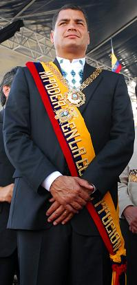 Rafael Correa Delgado con la banda presidencial