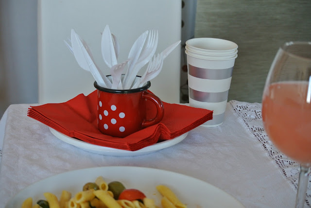 retro red table setting