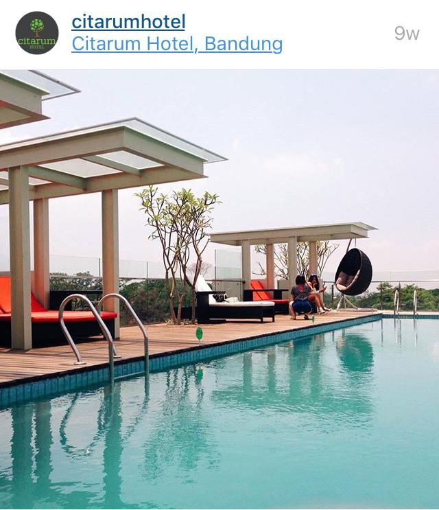 Selain Tamu Hotel Pengunjung Yang Ingin Berenang Juga Bisa Menggunakan Kolam Renang Ini Dengan Cukup Membayar 25000 Renangnya Hanya Ada Satu Dan