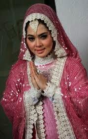Trend Model Baju Muslim Syahrini Paling Populer