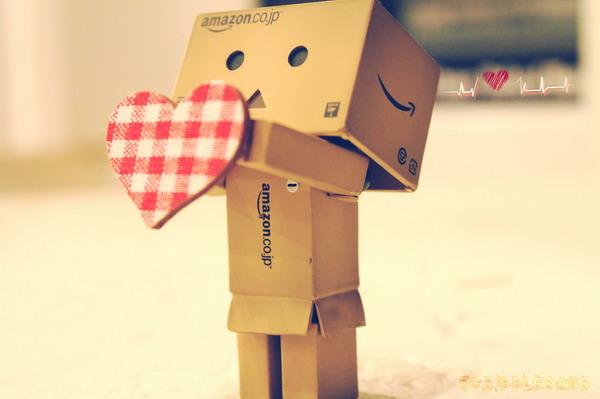 Robot de carton triste - Imagui