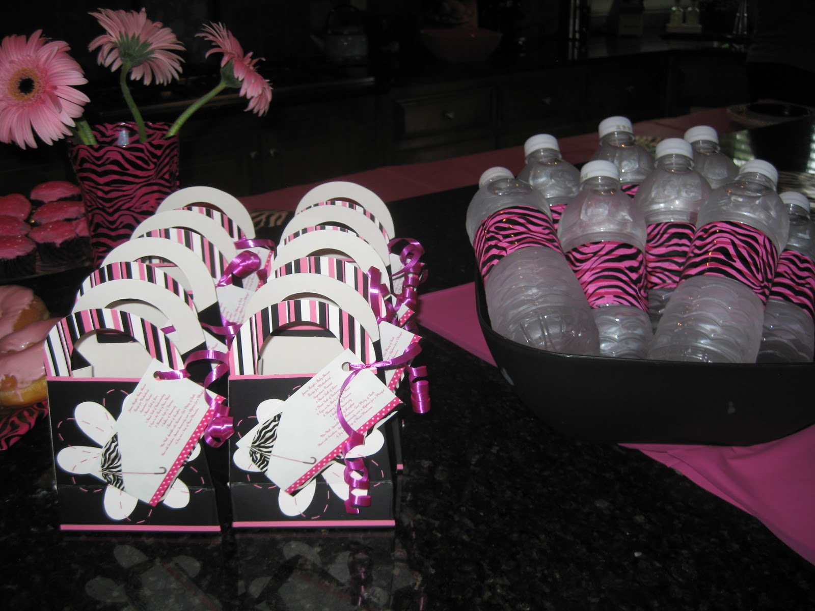 Knight and day neighborhood cul de sac baby shower for Animal print baby shower decoration ideas