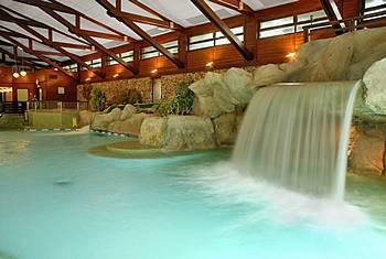 Fantillusion disneyland paris 39 3 key 39 hotels for Beaver pool piscine