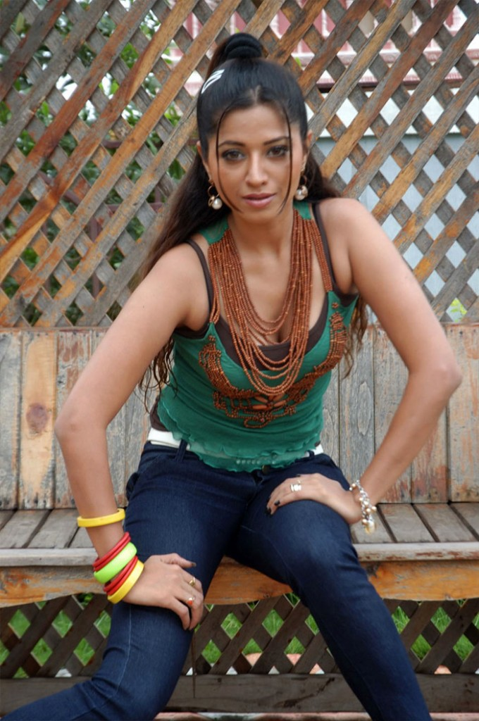 Ridhima Tiwari Black Saree Photos in Hai Haiga Movie « Telugu Clue ...