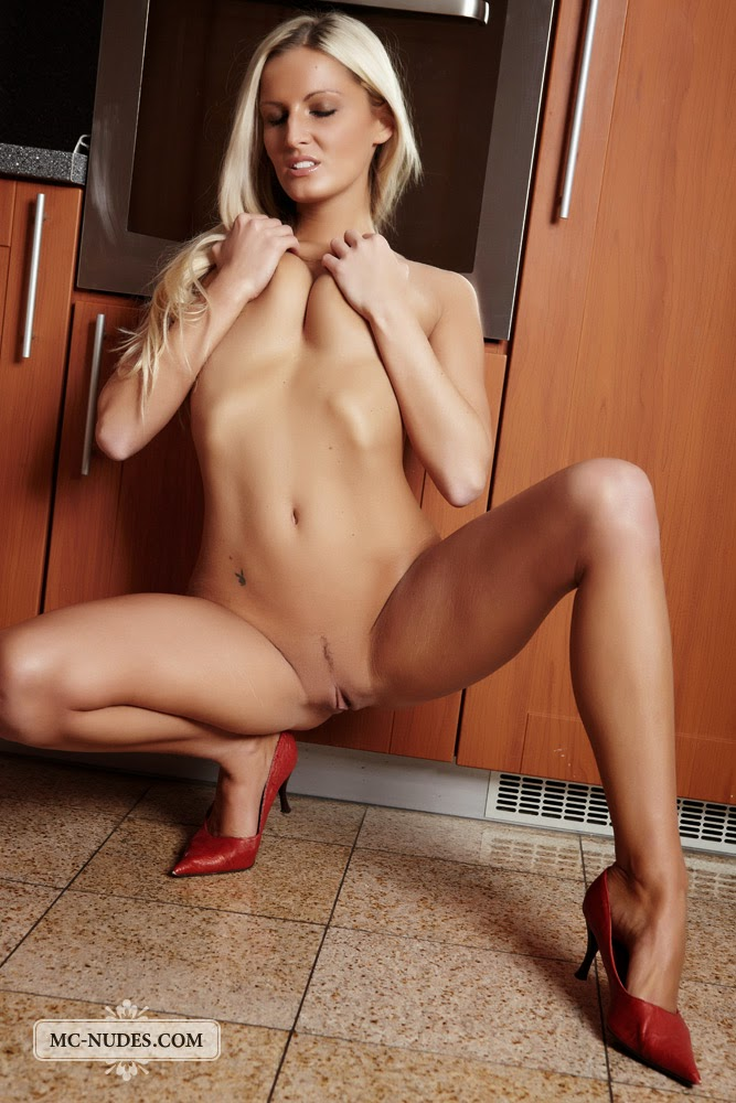 girls nude norwegian Blonde