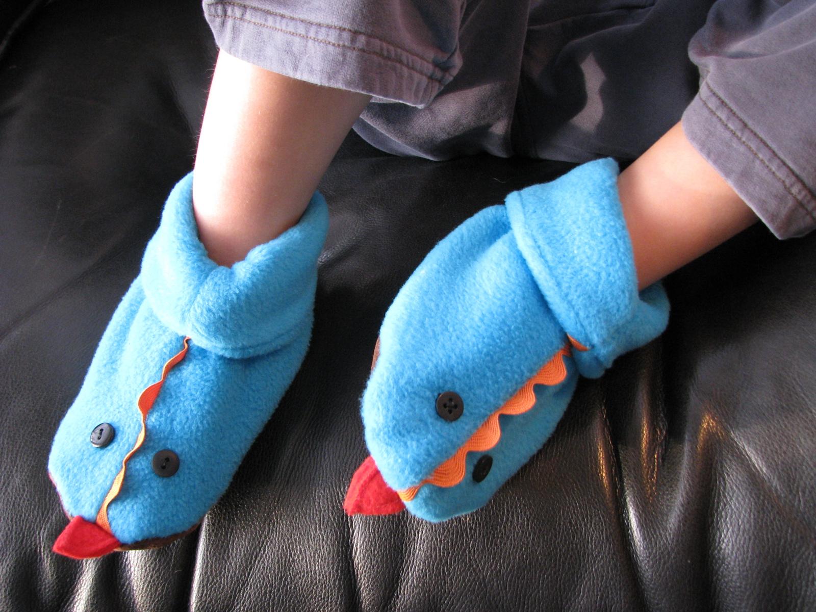 Угги или тапочки для малыша из флиса своими руками.